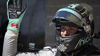 Nico Rosberg kyne fanouškům po triumfu v kvalifikaci na GP USA v Austinu.
