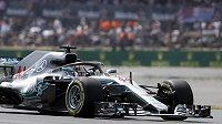 Brit Lewis Hamilton při kvalifikaci v Silverstonu.