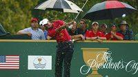 Americkému golfistovi Woodsovi se na Prezidentském poháru v Dublinu velmi daří.