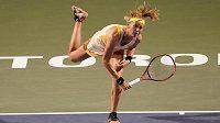 Bouzková během čtvrtfinálového zápasu na Rogers Cupu proti Simoně Halepové.