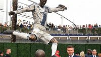 David Beckham se svojí sochou u stadionu Los Angeles Galaxy