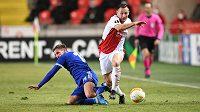Obránce Slavie Jan Bořil v akci během utkání Evropské Ligy s anglickým Leicesterem City.