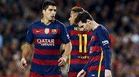Barcelonští útočníci zleva Luis Suárez, Neymar a Lionel Messi po porážce s Valencií.