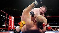 Americký zápasník MMA Travis Fulton (nahoře) na archivním snímku