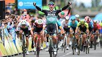 Ir Sam Bennett se raduje z vítězství ve 3. etapě cyklistického závodu Critérium du Dauphiné.