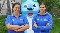Česká plavkyně Barbora Seemanová (vpravo) s trenérkou Petrou Škábovou na MS v Kwangdžu.