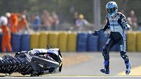 Při motocyklových závodech není o nehody nouze (ilustrační foto).