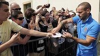 Wesley Sneijder se v Krakově podepisuje fanouškům