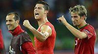 Cristiano Ronaldo (uprostřed) se raduje z postupu do čtvrtfinále.
