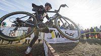 Vítěz Mistrovství České republiky v cyklokrosu Emil Hekele na trati.
