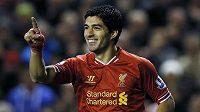 Útočník Luis Suárez se raduje z gólu do sítě West Hamu.