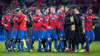 Je to tam! Plzeňští fotbalisté si užívají vítězství v Lize mistrů nad AS Řím.