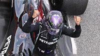 Oslava šampiona. Britský pilot Mercedesu Lewis Hamilton vyhrál Velkou cenu Španělska formule 1 před Maxem Verstappenem.