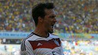 Mats Hummels jásá poté, co dal vedoucí gól Němců ve čtvrtfinále s Francií.