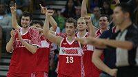 Radující se basketbalisté Ruska.