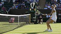 Lucie Šafářová v prvním kole Wimbledonu.