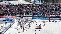Do závěrečného závodu žen vyrazilo třicet biatlonistek.