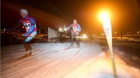 Večerní závody na sněžném okruhu ve Velké Chuhli měly podmanivou atmosféru.