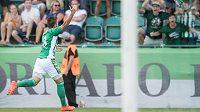 Milan Jirásek z Bohemians oslavuje vítězný gól na 2:1 v utkání s Karvinou.
