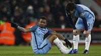 Zraněný Gabriel Jesus z Manchesteru City a David Silva při utkání s Bournemouthem.