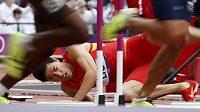 Čínský překážkář Liou Siang po pádu při rozběhu na OH v Londýně.