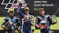 Velká cena České republiky, závod mistrovství světa silničních motocyklů, 5. srpna 2018 v Brně. Jakub Kornfeil z ČR (vpravo) obsadil třetí místo v kategorii Moto3, zvítězil Ital Fabio Di Giannantonio (uprostřed, druhý byl Španěl Arón Canet (vlevo).