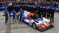 Tým britské stáje ADR-Delta před startem závodu 24 hodin Le Mans.