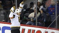 Útočník Vegas Golden Knights Tomáš Nosek slaví vítězný gól proti New Yorku Islanders.