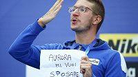 "Italský plavec Simone Ruffini vytáhl papír s nápisem ""Auroro, vezmeš si mě?"""