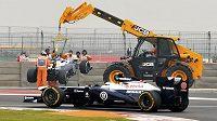Williamsu Pastora Maldonada se uvolnil jistící mechanismus předního pravého kola.