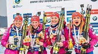 Česká štafeta žen se raduje ze třetího místa v závodě Světového poháru v Koreji.