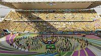 Zahajovací ceremoniál na stadiónu Arena Corinthians v Sao Paulu vyvrcholil rozevřením míče ve středu, čímž vzniklo pódium pro hudební vystoupení tria Pitbull, Claudia Leitteová a Jennifer Lopezová, které zazpívalo hymnu šampionátu We Are One.