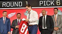 Talentovaný český útočník Filip Zadina si poprvé obléká dres Red Wings, organizace, která ho draftovala jako šestku roku 2018.