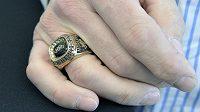 Zcizený pamětní prsten za triumf v Naganu vykoupil David Moravec zpět.
