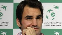 Švýcarský tenista Roger Federer na tiskové konfereci v Lille před začátkem finále Davisova poháru.