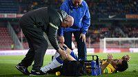 Zraněný útočník Teplic Aidin Mahmutovič během utkání na Spartě.