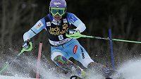 Šárka Strachová na trati slalomu.