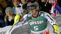 Reakce českého lyžaře Ondřeje Banka poté, co dorazil do cíle slalomu v Kitzbühelu.