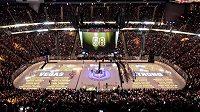 V Las Vegas se před premiérou NHL drželo 58 sekund ticha za oběti krvavého masakru.