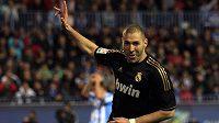 Karim Benzema se raduje po potupení gólmana Málagy.