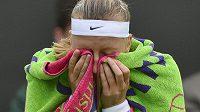 Petra Kvitová se v utkání 1. kola Wimbledonu proti Coco Vandewegheové z USA nečekaně nadřela.