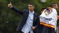 Hvězdný Cristiano Ronaldo slavil se spoluhráči z Realu Madrid triumf v Lize mistrů i triumfální jízdou městem.