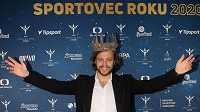 David Pastrňák s korunou pro vítěze ankety Sportovec roku 2020.