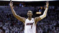 Chris Bosh nenapodobil LeBrona Jamese a Miami zatím neopustí.