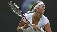 Soustředěný pohled Petry Kvitové při utkání s Američankou Lepchenkovou ve 3. kole Wimbledonu.