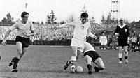 Josef Masopust na chilském Národním stadiónu v Santiagu. Na světovém šampionátu v roce 1962 dovedl československou reprezentaci až do finále.