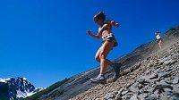 Běh z kopce násobí radost.