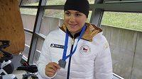 Karolína Erbanová se stříbrnou medailí za 2. místo ve světovém poháru v Erfurtu na 500 metrů.