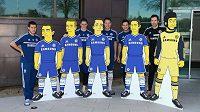 Fotbalisté Chelsea (zleva) Eden Hazard, Fernando Torres, John Terry, Frank Lampard a Petr Čech se svými dvojníky ze seriálu Simpsonovi.