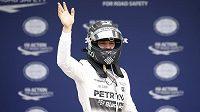 Nico Rosberg se v Suzuce raduje ze získané pole position.